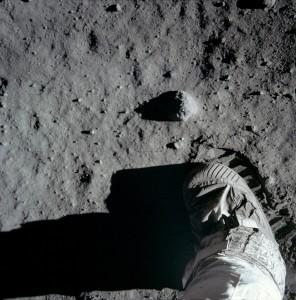 Ayda ilk adım
